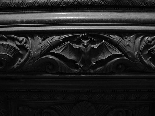 How cool is this? I love the elegance that molding can give but I especially like the sneaking creepy things in everywhere!!