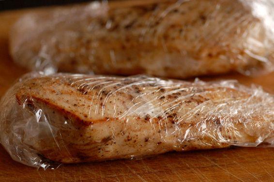 Ízbolygó végre elárulja, hogyan lehet a csirkemellet megsütni úgy, hogy szaftos és omlós legyen a végeredmény. Tévhitek eloszlatása és a megoldások itt.