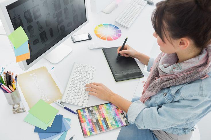 Um designer de moda é o profissional que usa suas habilidades, imaginação e criação gráfica para desenvolver desenhos que servirão de modelos para roupas, acessórios e até decoração. Muitos destes profissionais partem de experiências pessoais para criar referências e gerar valor à suas criações e processos criativos. Porém, um processo de criação desse profissional deve […]