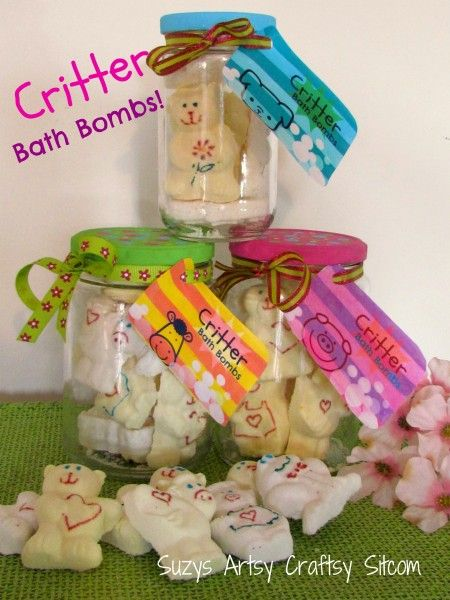 Critter Bath Bombs for party favors, gifts or summer fun.  Includes free printable for labels.