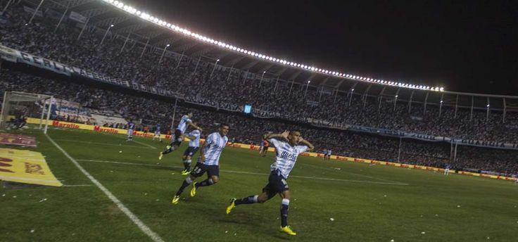 El equipo de Diego Cocca le ganó a Godoy Cruz 1 a 0 y dio la vuelta olímpica en un estadio repleto; se clasificó así a la Copa Libertadores