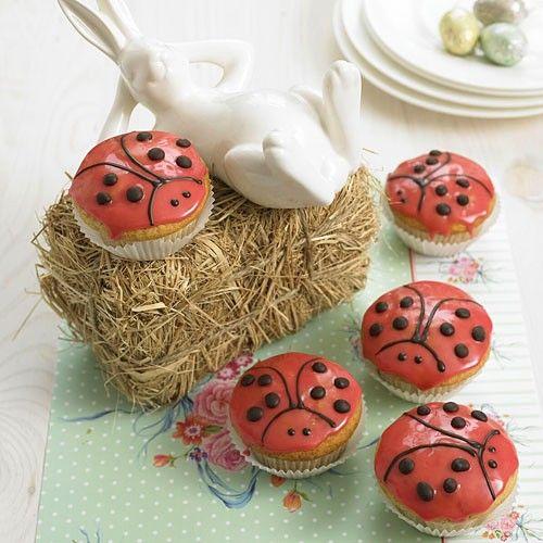 Marienkäfer-Muffins - Teig mit Erdbeejoghurt