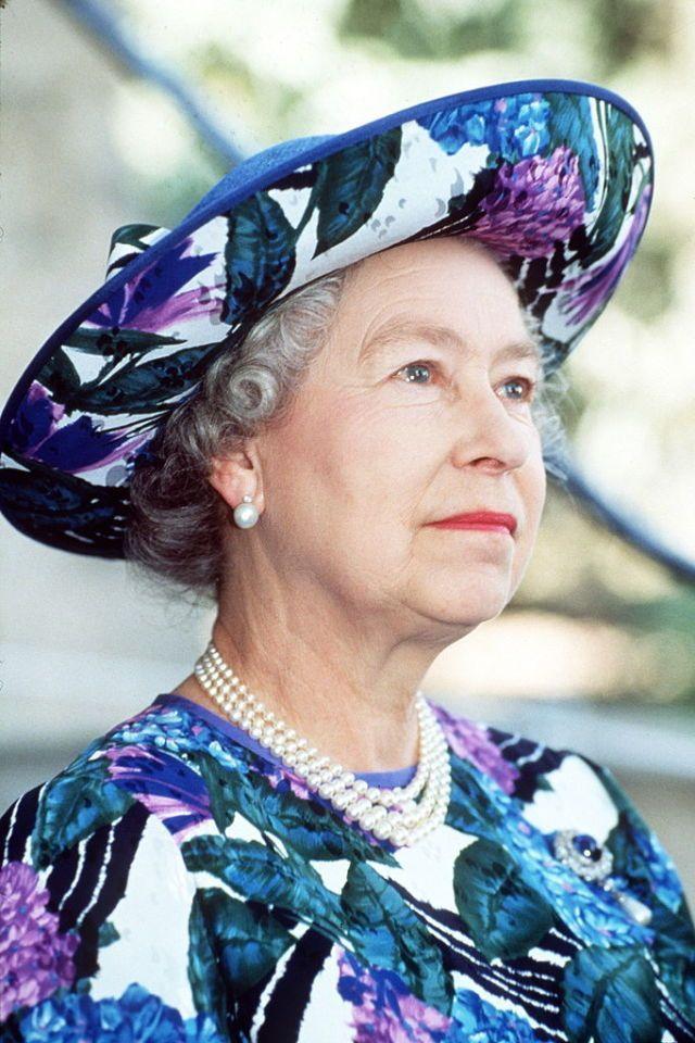 Αποτέλεσμα εικόνας για Queen Elizabeth II in Peterborough