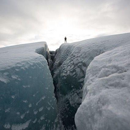 """via. @ehoryzont """"A co jest teraz Twoim celem podróży? #podróż #cel #destination #travel #JackWolfskin #MakeYourLifeUnforgettable #horyzont #eHoryzont #MójHoryzont #lód #ice #lodowiec #inspiracja #przygoda #biel #śnieg #snow #inspiration #white #adventure #Grenlandia #Greenland #glacier #natura #nature""""  buff.ly/2hYZxzd"""