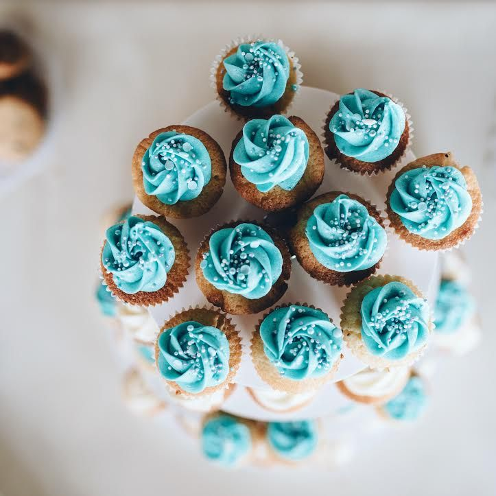 Wedding cupcakes.  Follow me on instagram : @eatwithjohanie
