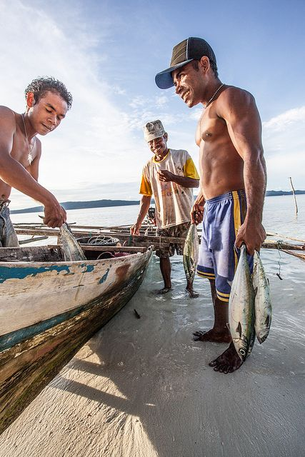Local fishermen and people from Yenbuba village on the island Mansuar in Raja Ampat with tuna - West Papua, Indonesia | Flickr - Photo Sharing!