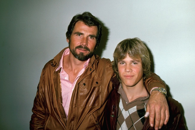 A 15-year-old Josh with his father, James Brolin, in 1983. I'm only pinning him cuz he was a Goonie.