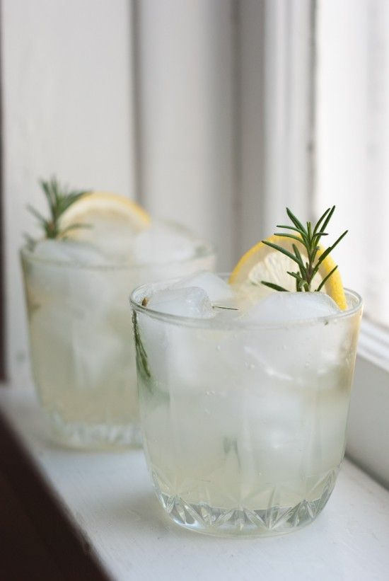 Rosemary Gin Fizz.. This sparkly little drink only takes a few minutes to make. Santé! Ingredients 3 one-inch sprigs of fresh rosemary 1 small lemon, juiced 1/2 teaspoon honey 1 1/2 ounces gin 3 ounces club soda