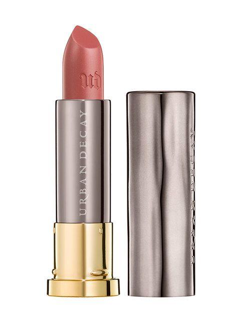 Vice Lipstick Sheer Shimmer -huulipunissa on herkän hehkuvaa helmiäistä ja niiden läpikuultavan koostumuksen ansiosta huulet ovat täydellisen suudeltavat. Sheer Shimmer -puna hellii huuliasi pehmeydellään! Walk of shame