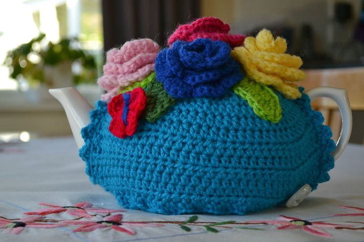 Crochet tea cosy free pattern with instructions on customizing the size to fit your teapot.