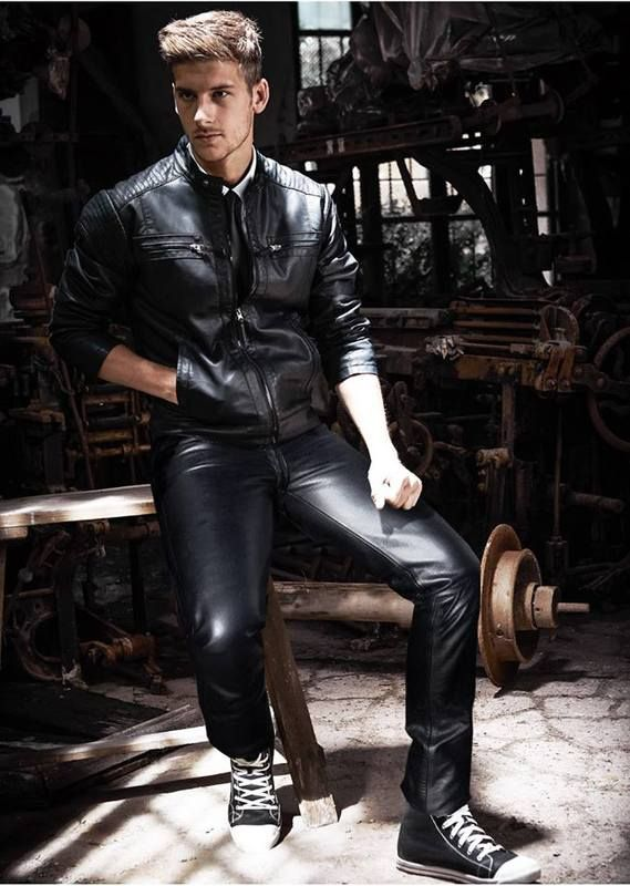 Gay Men Wearing Leather 117
