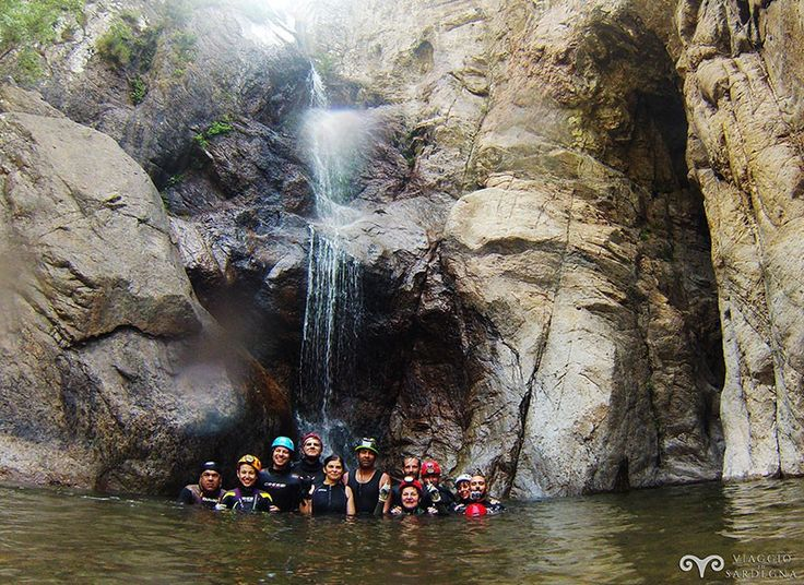 Foto di gruppo a Bacu sa Figu nella piscinetta poco prima dell'ultimo salto.
