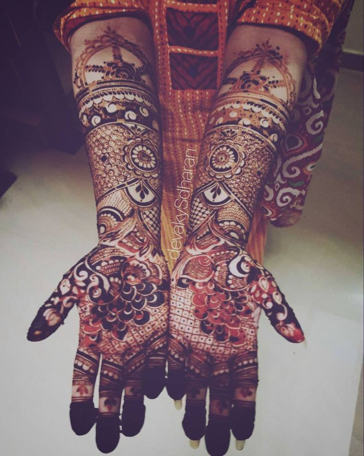 Love the orange peeking through. . . #devakysdharan . .  #india#calicut#kannur#kozhikode#kerala#khaleejihenna#trivandrum#kollam#hennatattoo#hennaart#mehendi#naturalhenna#henna#hinna#delhi#cochin#hennadesigns#mehndi#mehendiartist#thiruvananthapuram#bridal#heena#7enna#khaleeji#الحناء#حناء#