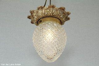 Klassieke plafonniere 25750 bij Van der Lans Antiek. Meer antieke lampen op www.lansantiek.com