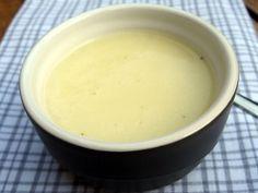 Crème soep van pastinaak; kippenbouillon, pastinaak, room, peper, zout en peterselie. Heerlijk!
