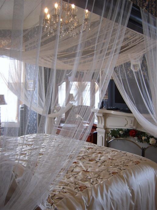 Roussell's Garden - Savannah, Georgia. Savannah Bed and Breakfast Inns