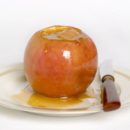 Kaneel-toffee-appeltjes, uit het kookboek 'Zoet... recepten met snoep' van Jasmin Schults en Anaïsa Bruchner. Kijk voor de bereidingswijze op okokorecepten.nl.