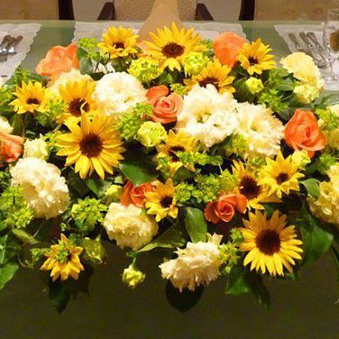 結婚式場写真「【装花】Summer Wedding+* 心もパッと明るくひまわりのコーディネート!」 【みんなのウェディング】