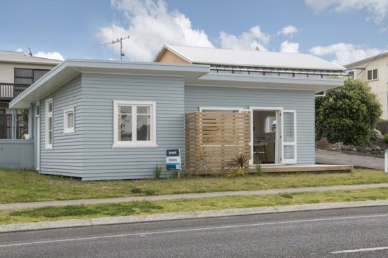 The Little Blue Bach in Waihi Beach, Western Bay Of Plenty District | Bookabach