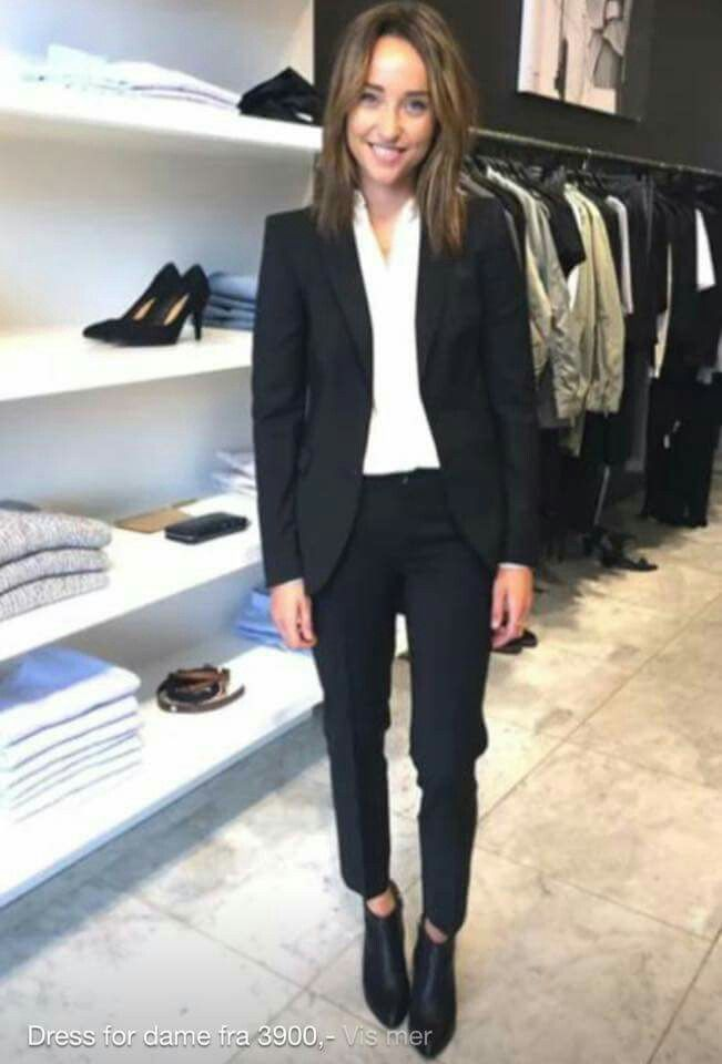 Black suit for woman with chelsea boots. Filippa k bergen