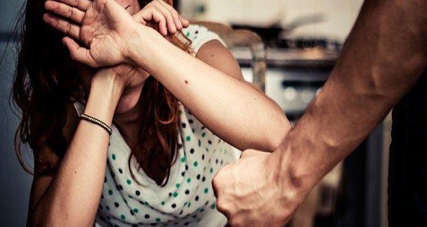 Insegna autodifesa alle donne, ma spezza un braccio con un colpo di karate alla fidanzata a cura di Redazione - http://www.vivicasagiove.it/notizie/insegna-autodifesa-alle-donne-ma-spezza-un-braccio-con-un-colpo-di-karate-alla-fidanzata/