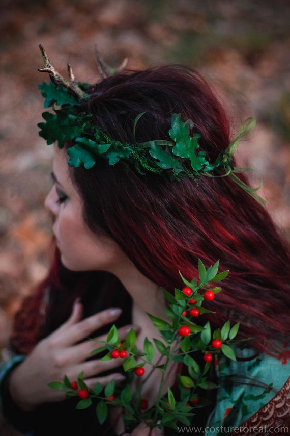 Oak green leafs Flower crown butterflies tiara por CostureroReal