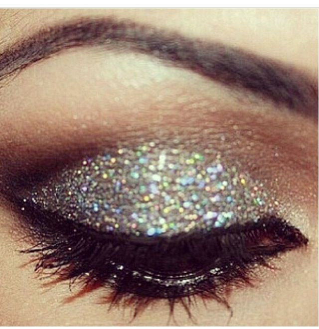 Nye makeup: Make Up, Eye Makeup, Style, Eye Shadows, Beautiful, Sparkle, Hair, New Years, Glitter Eyeshadows
