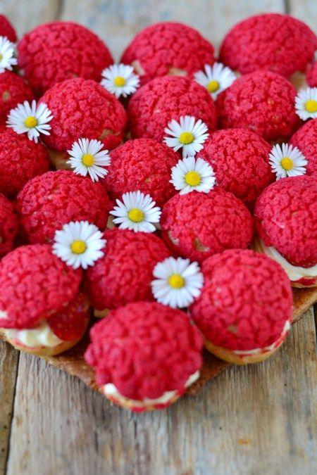 gâteau fraises pâquerettes choux rouge