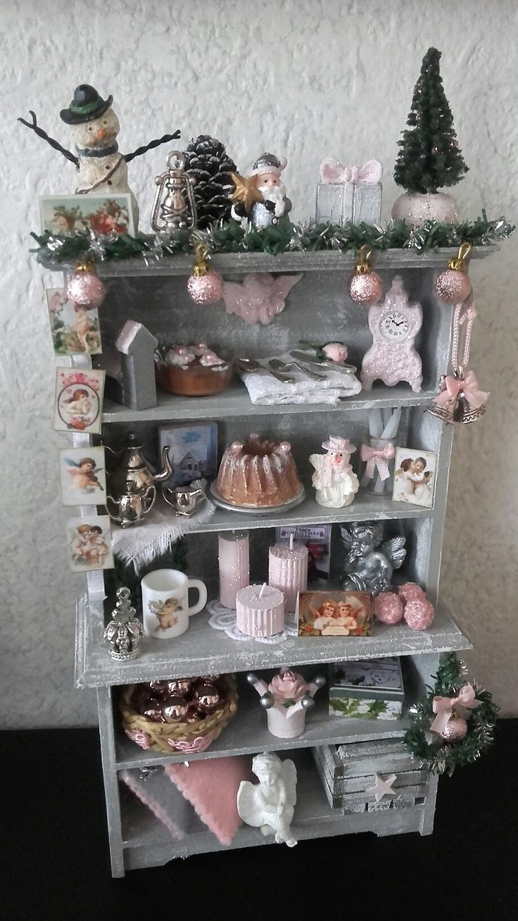 Pink dollhouse christmas cabinet made by Jolanda Knoop