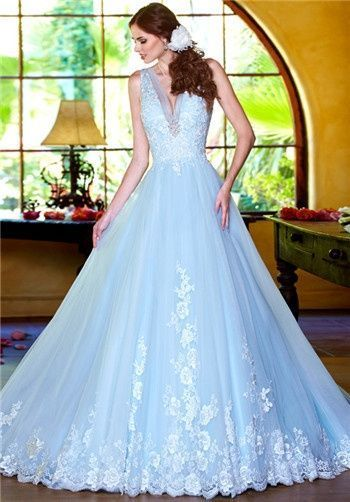 ライトブルーでシンデレラのよう♡気分はおとぎ話のお姫様♪青の花嫁衣装の参考一覧♪