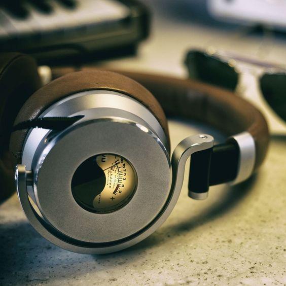 Decibel : dB sound level meter by Vlad Polyanskiy   Decibel