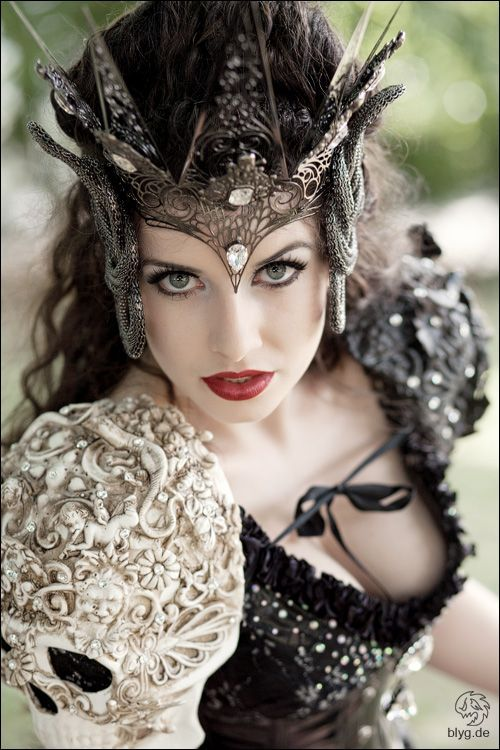 Warrior Queen, by Blyg Photography. #MythicalBride << Definitely makes me think Evil Queen from OUAT. Total compliment. Ugh, she gets the BEST costumes!! ❤️❤️