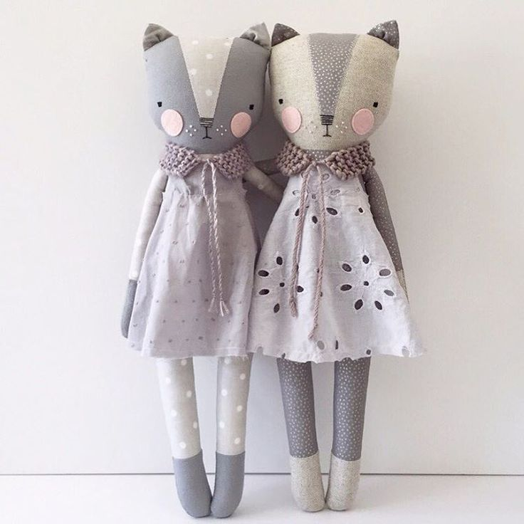 Kitty girls in grey dresses in the shop in a little bit.  9pm PDT #luckyjuju