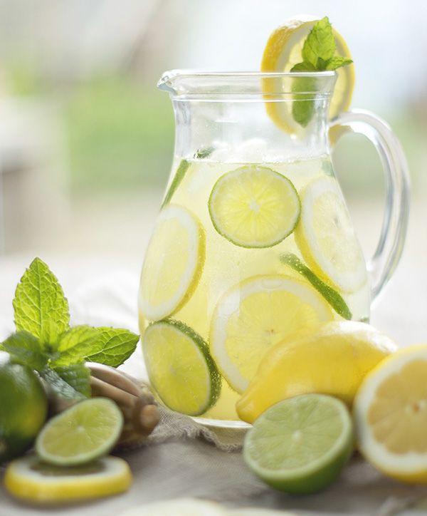 MAS citrus, rebanadas de limón y un toque de albahaca.