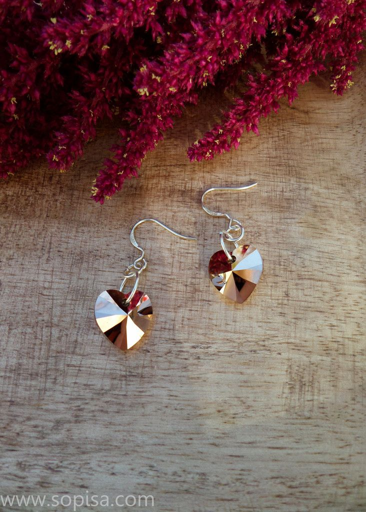 Sterling silver earrings with rose gold Swarovksi crystals. www.sopisa.com #rosegold #earrings #hearts #swarovskicrystals
