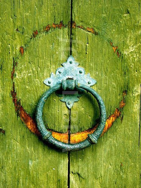 green.quenalbertini: Green door detail, coquita                                                                                                                                                                                 Más