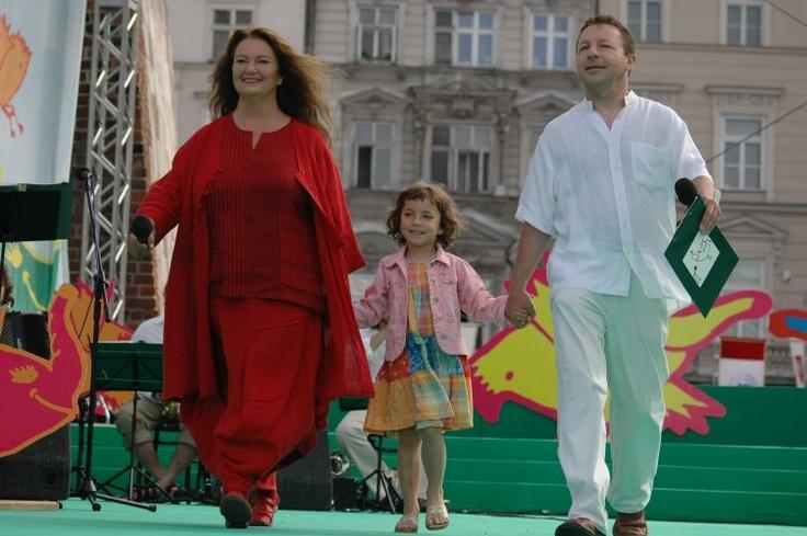 Festiwal Zaczarowanej Piosenki 2007 #zaczarowana scena: Anna Dymna, Zbigniew Zamachowski i jego córeczka, Bronia