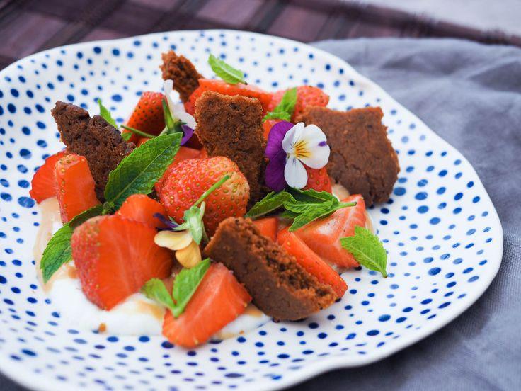 Čerstvé jahody sčokoládou Dulcey, řeckým jogurtem a badyánovou sušenkou | Oh My Chef