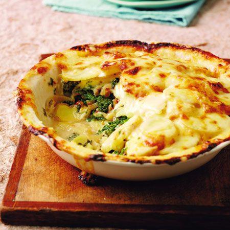 Egy finom Sajtos-burgonyás rakottas  ebédre vagy vacsorára? Sajtos-burgonyás rakottas  Receptek a Mindmegette.hu Recept gyűjteményében!