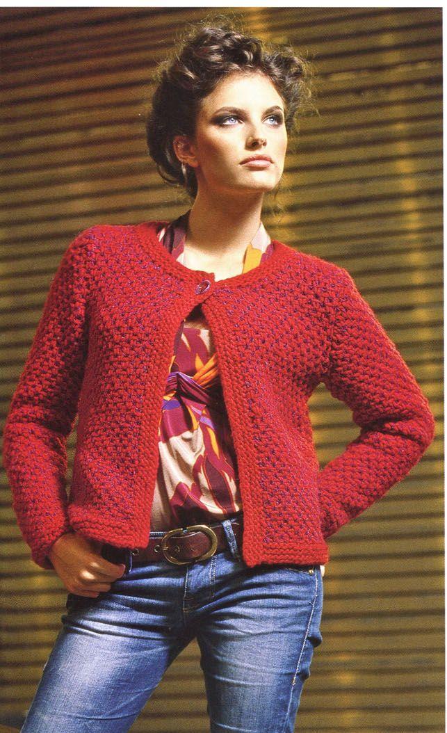 Короткий жакет сочного красного цвета в стиле Chanel идеально подойдет к пестрой блузке и джинсам или к платью длиной чуть выше колен