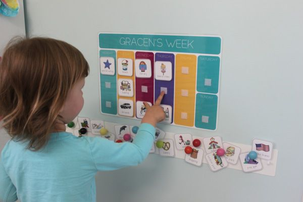 Weekly, pictorial activity calendar for a toddler