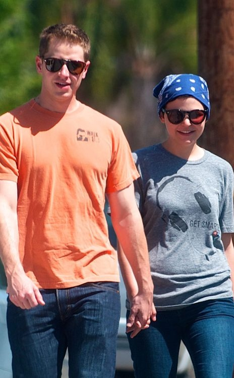 I'm just very happy about Ginnifer Goodwin and Josh Dallas being a couple on and off the set of Once Upon A Time... :-)