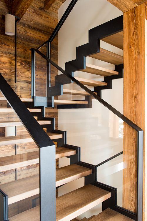 Escalier en bois, verre et métal brut / Wooden, uncooked metallic and glass staircase