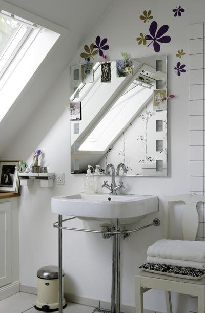 WhiteBathroom Design, Decor Ideas, Small Bathroom, Decor Bathroom, Black White, Bathroom Ideas, Attic Bathroom, White Room, Design Bathroom
