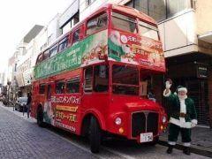 横浜市中区の協同組合元町SS会がクリスマスを前に面白い取り組みをしてますよ その一つがロンドンバスでの送迎 元町と桜木町駅の間を緑色の服を着たグリーンサンタがラッピングされたオリジナル車両で無料で送迎してくれるんだって これはぜひ乗ってみたい() tags[神奈川県]
