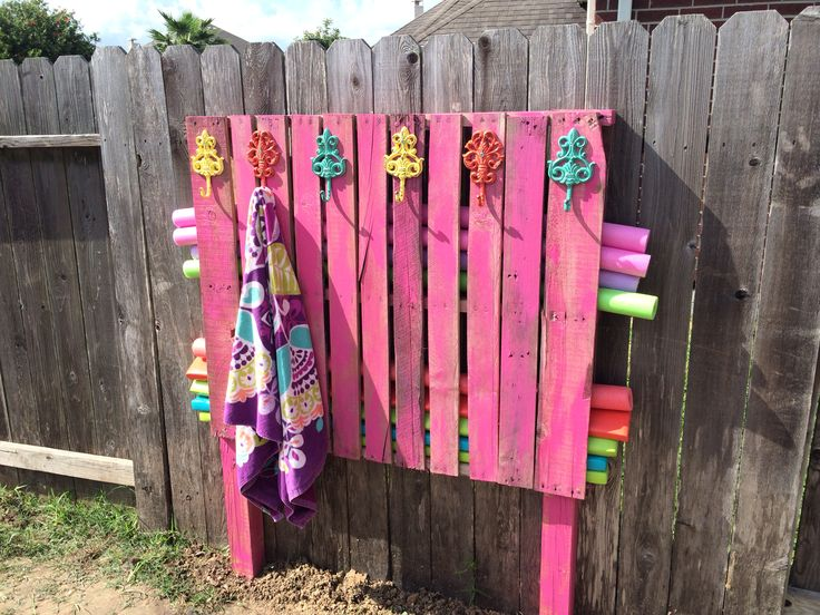 Noodle towel holder made from a pallet diy home hacks for Swimming pool storage ideas
