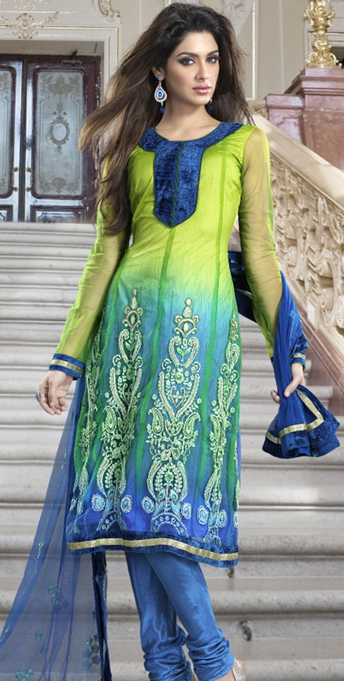 Salwar Kameez- advised for women tourists to wear traditional clothing.