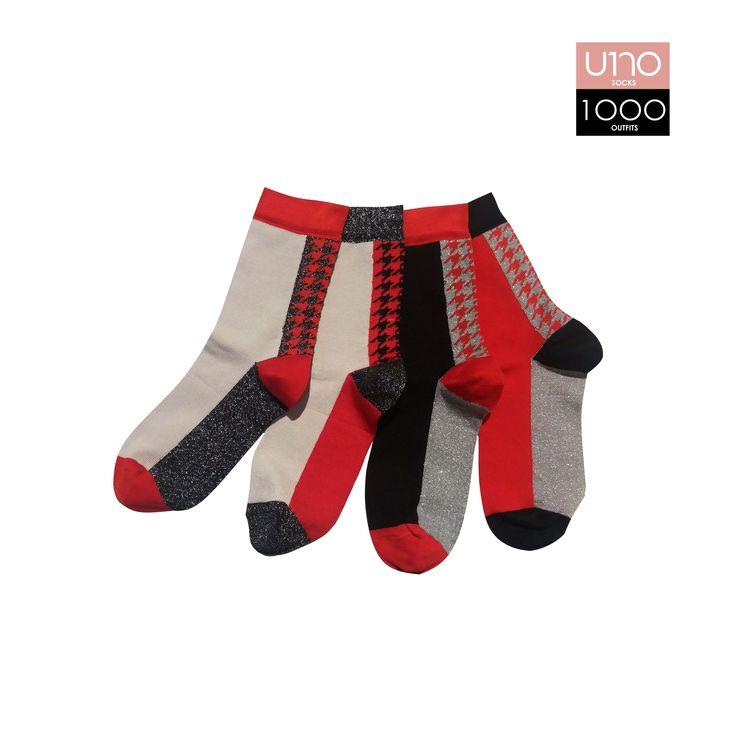 Set di 4 calze; caratterizzate da inserti pied de poule in lurex. Altezza calza: Mezzo polpaccio Composizione: 72% cotone 22% poliammide 4% poliestere 2% elastane Colore: Rosso - Nero - Grigio Stagione: Autunno\Inverno Taglia Unica
