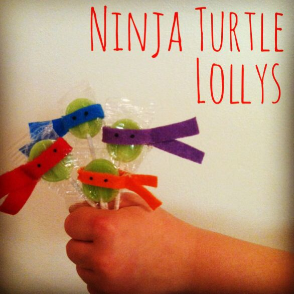 Easy DIY Ninja Turtle Valentine Lollys. Hot glue a thin strip of felt around a green lolly, add two black dots for eyes, and you're done!