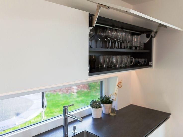 Stauraum für Gläser in der modernen #Küche von krumhuber.design